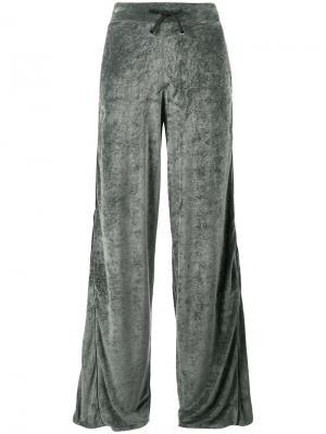 Бархатные широкие спортивные брюки Lot78. Цвет: зелёный