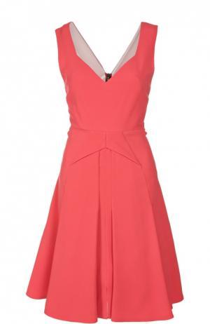 Приталенное платье со складками и V-образным вырезом Roland Mouret. Цвет: розовый