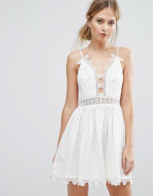 Finders Keepers Платье Odelle. Цвет: белый
