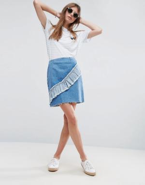 ASOS Выбеленная голубая джинсовая мини-юбка с асимметричной оборкой. Цвет: синий