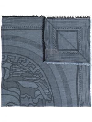 Шаль с логотипом Medusa Versace. Цвет: синий