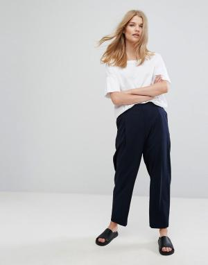 Weekday Зауженные брюки. Цвет: темно-синий