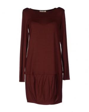 Короткое платье NIOI. Цвет: красно-коричневый