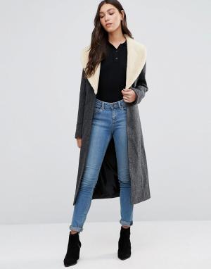 Cooper & Stollbrand Пальто с воротником из искусственной овечьей шерсти Stollbran. Цвет: серый