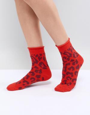 ASOS Красные носки с леопардовым принтом DESIGN. Цвет: красный