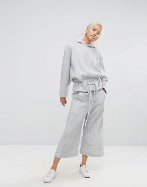 House of Sunny Широкие укороченные брюки. Цвет: серый