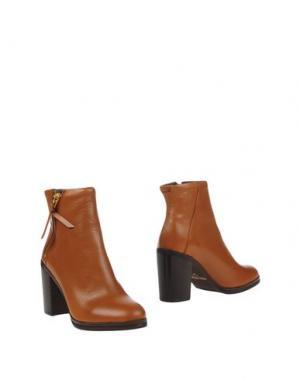 Полусапоги и высокие ботинки ROYAL REPUBLIQ. Цвет: коричневый