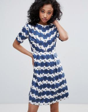 Uttam Boutique Короткое приталенное платье в цветочную полоску. Цвет: темно-синий