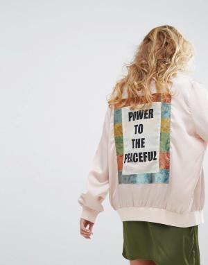 Native Rose Бомбер со вставкой слоганом Peace на спине. Цвет: бежевый