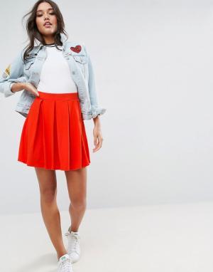 ASOS Расклешенная мини-юбка со складками. Цвет: красный