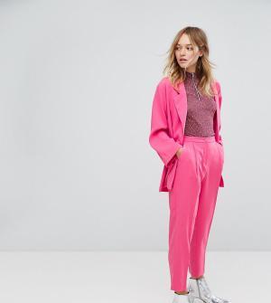 Monki Узкие брюки-галифе. Цвет: розовый