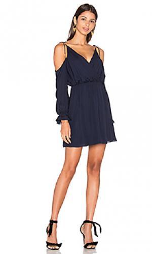 Мини платье с открытыми плечами Haute Hippie. Цвет: синий