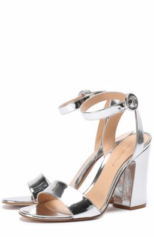 Босоножки из металлизировнной кожи на устойчивом каблуке Gianvito Rossi. Цвет: серебряный