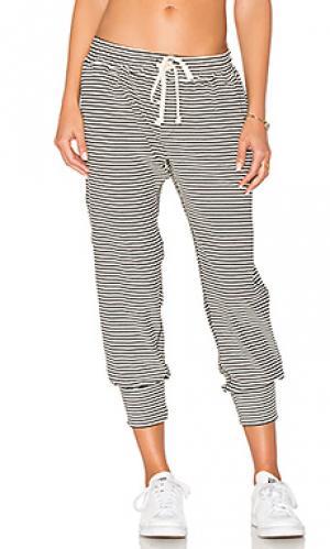 Студенческие брюки в полоску A Fine Line. Цвет: белый