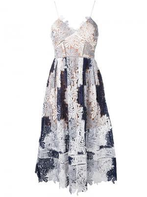 Lace-embroidered flared dress Self-Portrait. Цвет: синий