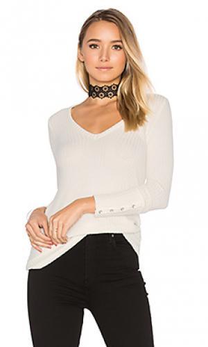 Теплая футболка с глубоким v-вырезом и пуговицами на манжетах рукавов Chaser. Цвет: ivory