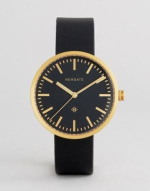 Newgate Черные часы с кожаным ремешком Drummer. Цвет: черный