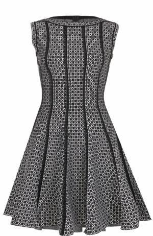 Приталенное мини-платье с вырезом-лодочка Alaia. Цвет: черно-белый