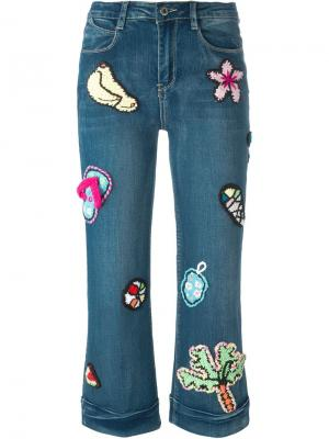 Укороченные джинсы Summer Dreams с аппликациями Michaela Buerger. Цвет: синий