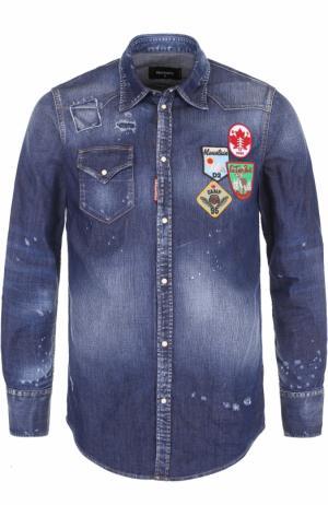 Джинсовая рубашка с потертостями и нашивками Dsquared2. Цвет: синий