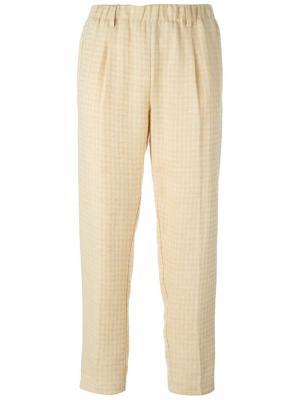 Укороченные брюки Forte. Цвет: телесный