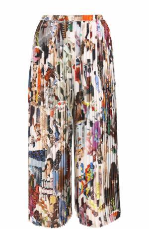 Шелковые плиссированные брюки с принтом Christopher Kane. Цвет: разноцветный