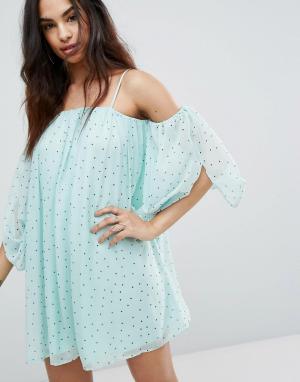 Boohoo Свободное платье в горошек с открытыми плечами. Цвет: зеленый