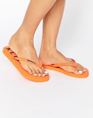 Calvin Klein Шлепанцы с логотипом. Цвет: оранжевый