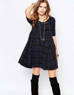 Somedays Короткое приталенное платье в шотландскую клетку Lovin. Цвет: синий