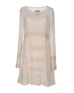 Короткое платье PINK MEMORIES. Цвет: бежевый