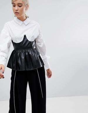 Lost Ink Рубашка с завязками на рукавах и корсетом-баской из искусственной кожи. Цвет: белый