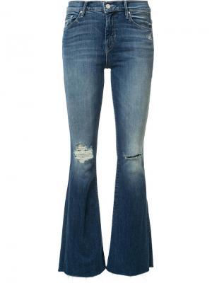 Расклешенные джинсы с рваной отделкой Mother. Цвет: синий