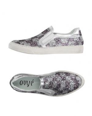 Низкие кеды и кроссовки OVYE' BY CRISTINA LUCCHI. Цвет: серебристый