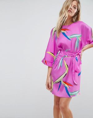 ASOS Платье с абстрактным цветочным принтом и поясом. Цвет: розовый