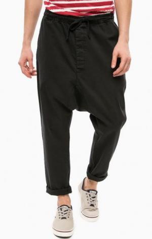 Зауженные брюки черного цвета ALCOTT. Цвет: черный
