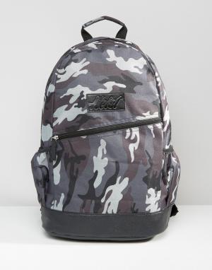 Heist Серый рюкзак с камуфляжным принтом и отделкой из исскуственной кожи He. Цвет: серый