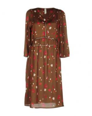 Платье до колена SOUVENIR. Цвет: зеленый-милитари