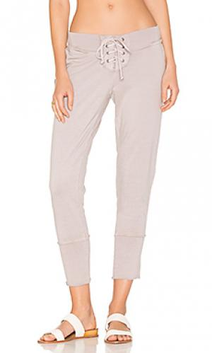 Укороченные брюки kelela Young Fabulous & Broke. Цвет: серый