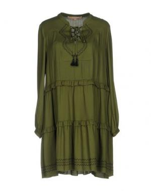 Короткое платье BABYLON. Цвет: зеленый