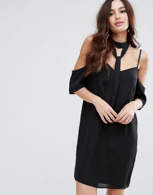 Fashion Union Платье с открытыми плечами и чокером. Цвет: черный
