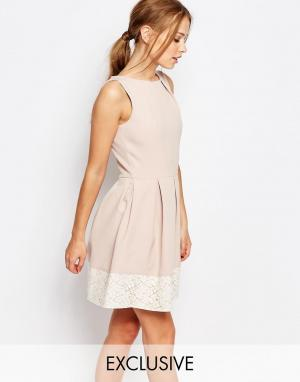 Closet London Короткое приталенное платье с кружевом - Розовый 4970143