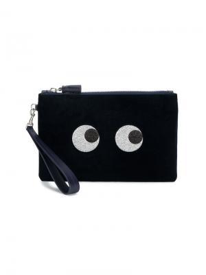 Блестящий клатч с декоративными глазами Anya Hindmarch. Цвет: синий