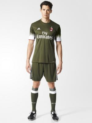 Футболка спортивная Adidas. Цвет: темно-зеленый, белый