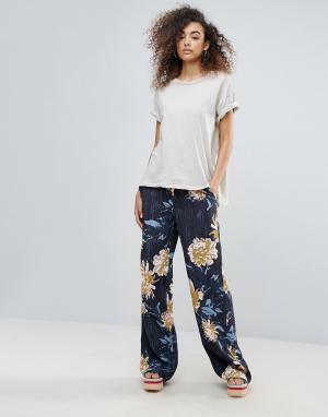 Gestuz Широкие брюки с цветочным принтом Via. Цвет: темно-синий