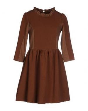 Короткое платье BONSUI. Цвет: коричневый