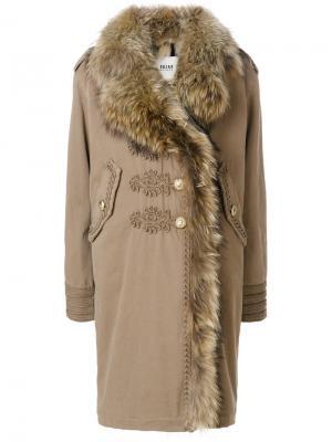 Пальто с мехом и вышивкой Bazar Deluxe. Цвет: телесный