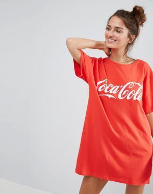 ASOS Футболка с большим принтом Coca-Cola. Цвет: красный