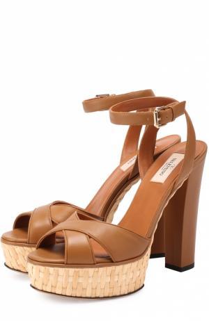 Кожаные босоножки Baracoa на высоком каблуке и платформе Valentino. Цвет: коричневый
