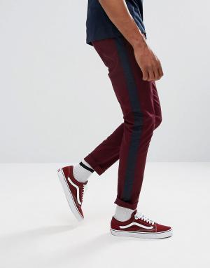 ASOS Бордовые брюки скинни с полосой по бокам. Цвет: красный