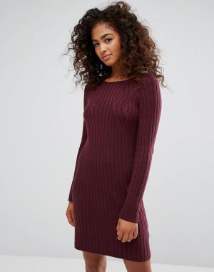 Esprit Трикотажное платье в рубчик. Цвет: красный